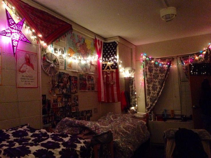 Dorm room; dorm decor; Christmas lights; indie | Dorm Decor ...
