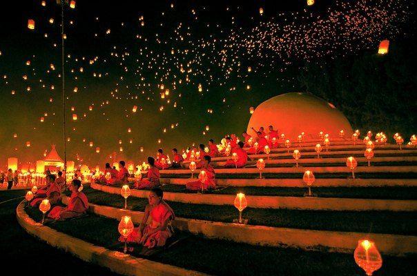 Фестиваль небесных фонариков в честь праздника Лойкратхонг, Чиангмай, Таиланд