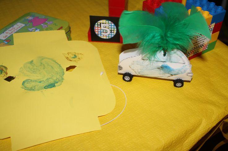 Un masque et une voiture Lego a construire...Les enfants ont adoré