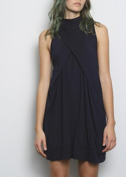 Robe: Cute Black Dresses, Black Wraps Dresses, Draping Dresses, Dresses Design, Beautiful Bags, Little Black Dresses, Black Women Fashion, Simple Black Dresses, Winter Dresses