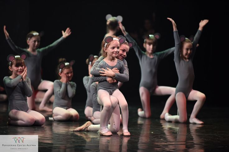 This special moment for the youngest when they realize that the ballet performance has been successful. #dance #sing #act #ballet #ballett #instadaily #film #instagood #instalike #happy #like #show #beautiful #smile #girl #passion #fun #kids #children #point #picoftheday #photobyfritsch #webstagram #kinder #youth #love #cute @performingcenteraustria