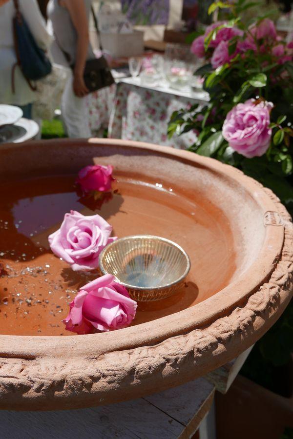 Nachbericht Zur Anzeige Terracotta Brunnen Rosen Und Ein