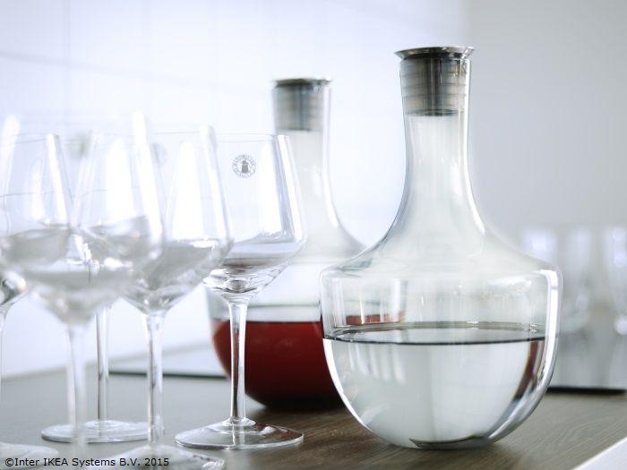 Fiecare carafă HÄMTA este lucrată manual, aşa că vinul tău va sta într-un vas unic. www.IKEA.ro/carafa_HAMTA