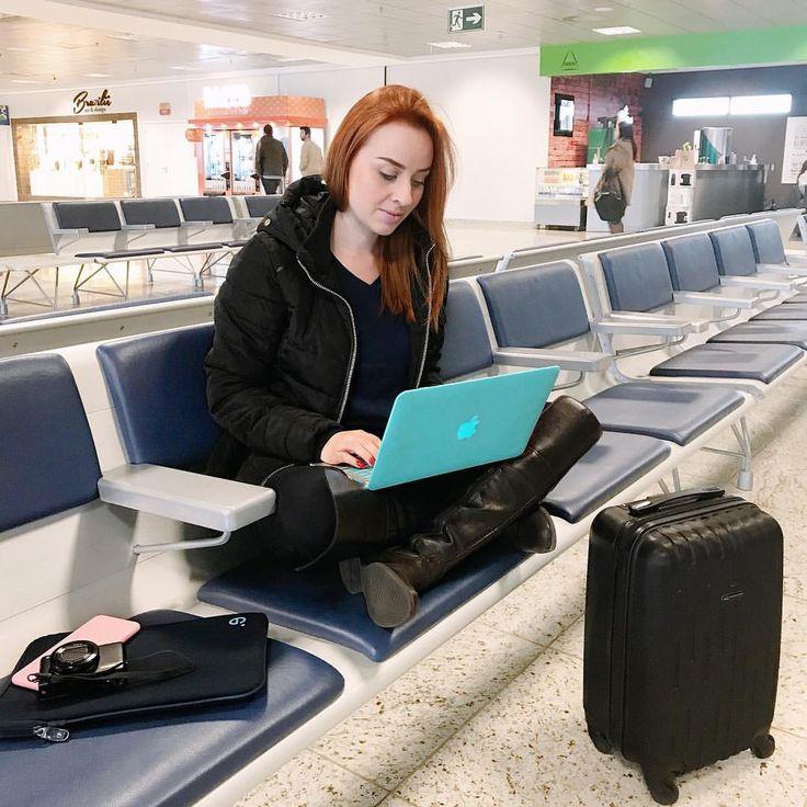 """10.7 mil curtidas, 149 comentários - Priscila Simões (@prisimoes20) no Instagram: """"Cheguei SP ✈️ e não poderia faltar aquele look #confy de aeroporto!  Hoje a tarde será de muitas…"""""""