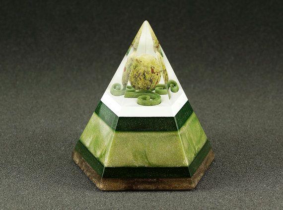 Pentagonal orgonite pyramid - Jasper