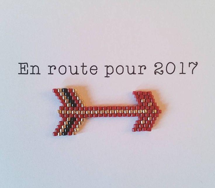 Derniers jours de 2016... #motifrosemoustache #jenfiledesperlesetjaimeca #jenfiledesperlesetjassume #miyuki #perleaddict #brickstitch #perlesmiyuki #fleche #2017