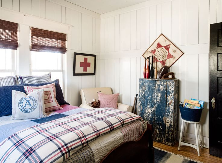 18 vintage decor tips to steal from this 1934 farmhouse for Well decorated bedroom