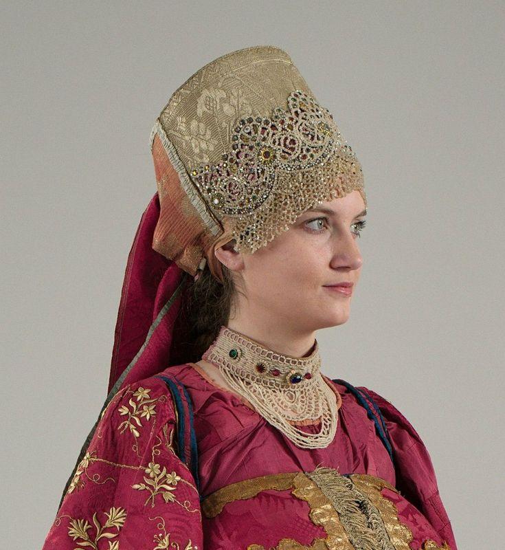 Девичий праздничный костюм. Конец XVIII века