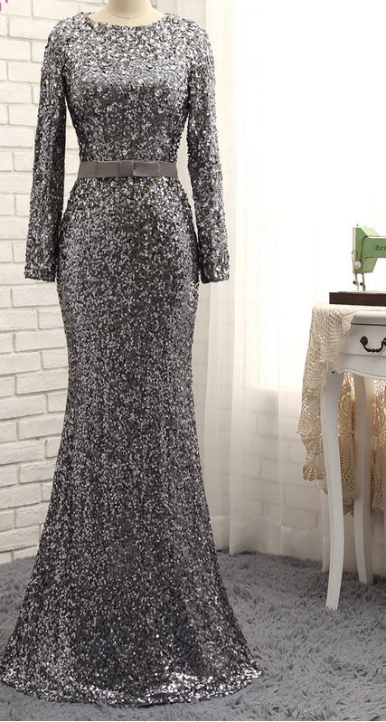 Long sleeved dress of grey evening dress with