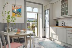 Вагонка на стенах в интерьере кухни в стиле французского кафе