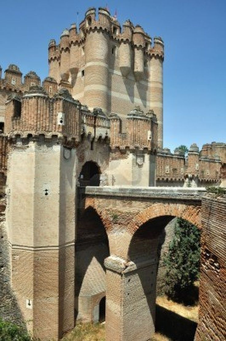 Castillo de Coca, Segovia, España- Amazingly beautiful castle- what girl doesn't…