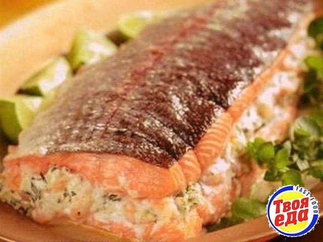 Вкусный фаршированный лосось, выглядит очень аппетитно, а на деле.. пальчики оближешь!