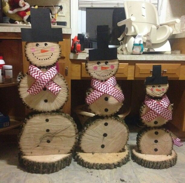 Daddy, Mommy & Baby Snowmen made from log slices