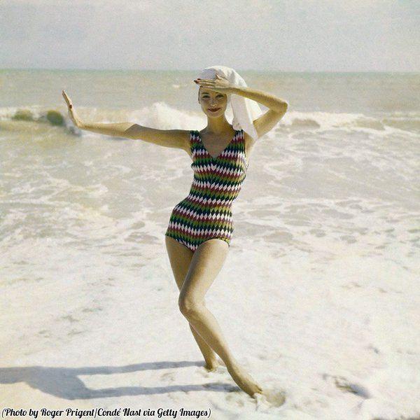 """Quando i costumi da bagno, non erano ancora......""""invisibili""""! :D ('Vogue', 1957) -"""