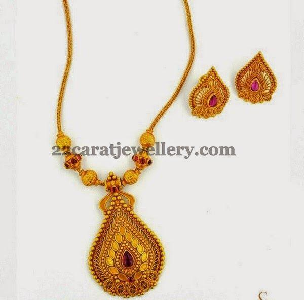 Jewellery Designs: Joyalukkas Gold Simple Necklace
