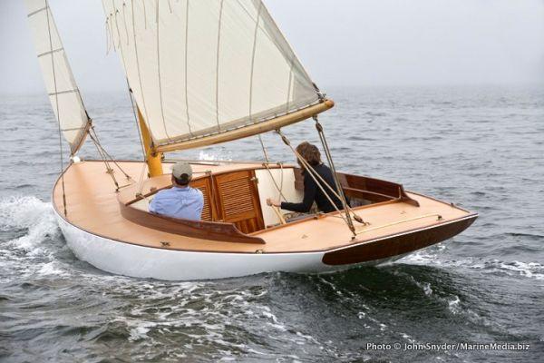 Buzzards Bay 18 Herreshoff Design 1903 LOD 29′  WL 18′  4,430lbs  Sail Area 472ft2