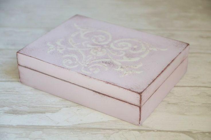 Ślubne pudełeczko na obrączki - piękne, praktyczne i fotogeniczne :)  Do kupienia w sklepie internetowym Madame Allure!