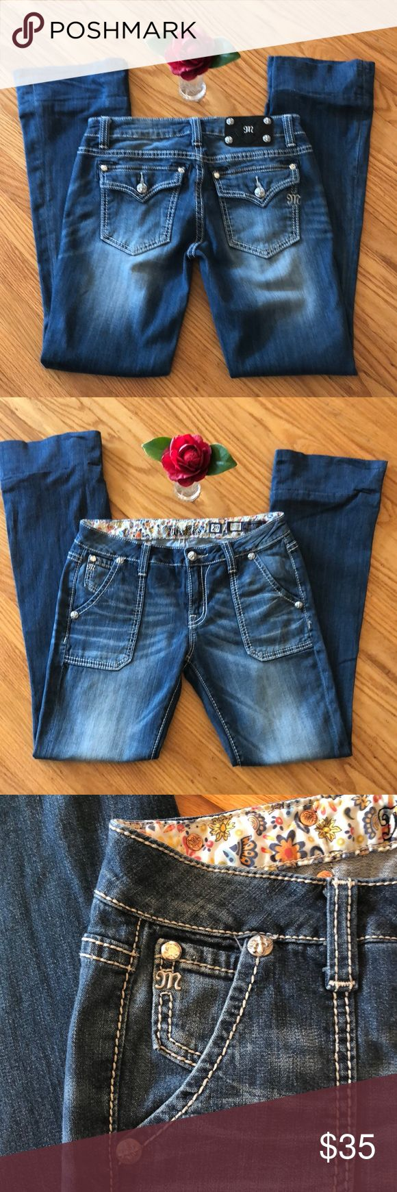 "🌺 Miss Me - Flare Blue Jeans Misses W28/L30 NICE! On-Trend, MISS ME - Flare Blue Jeans! Misses Waist Size 29"" with an Inseam of Approx. 30."" All Signature ""Miss Me"" Hardware intact. In good, pre-owned condition. Laundered and ready for you to wear 😊. Previous owner machine-hemmed these jeans (see last photo). Why pay high retail for the same pair of popular jeans? Thank you for shopping here. Please check out other high quality, Name Brand & ""fun finds"" in my closet. Bundle to save 💰. I…"