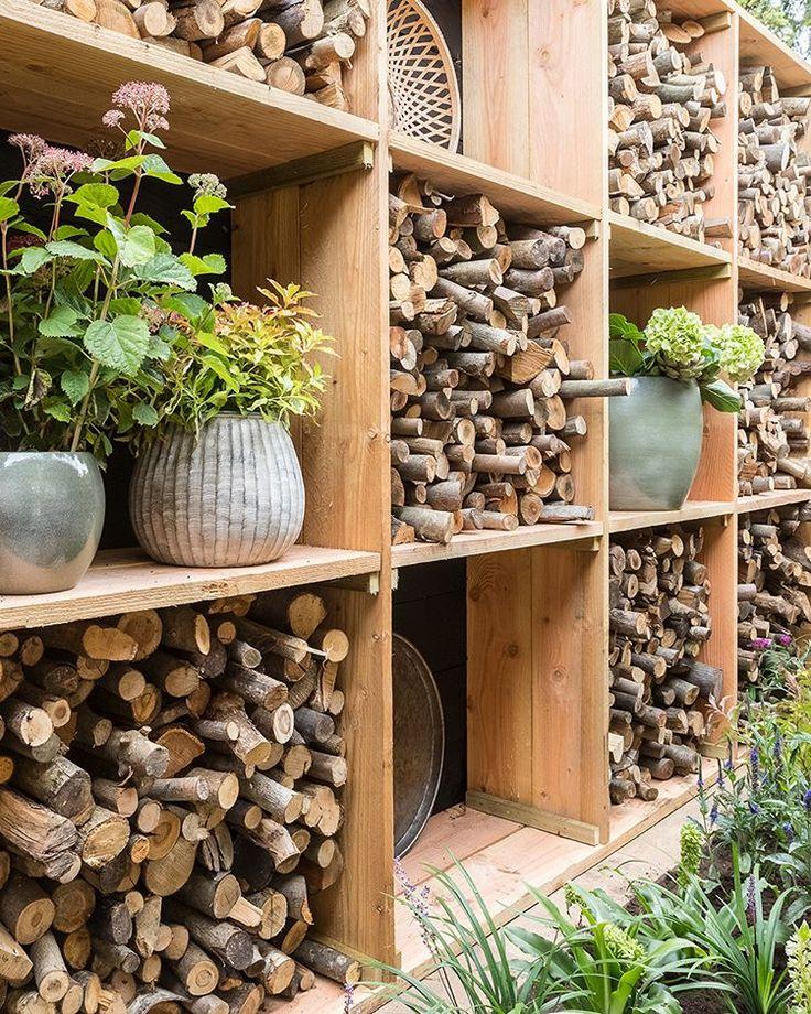 Heute Abend erklärt Tom Schritt für Schritt, wie er dieses rustikale Brennholzlager herstellt. Sieht super gut aus, oder? #ehet #eigenhuisentuin # tuin…