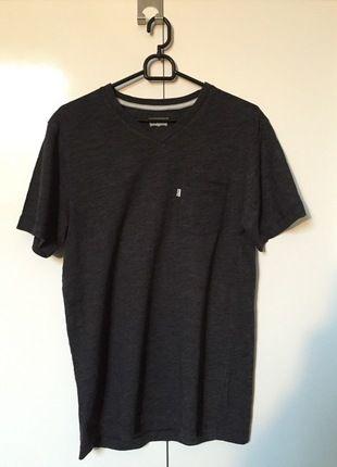 Kup mój przedmiot na #vintedpl http://www.vinted.pl/odziez-meska/koszulki-z-krotkim-rekawem-t-shirty/12564283-szara-koszulka-levis