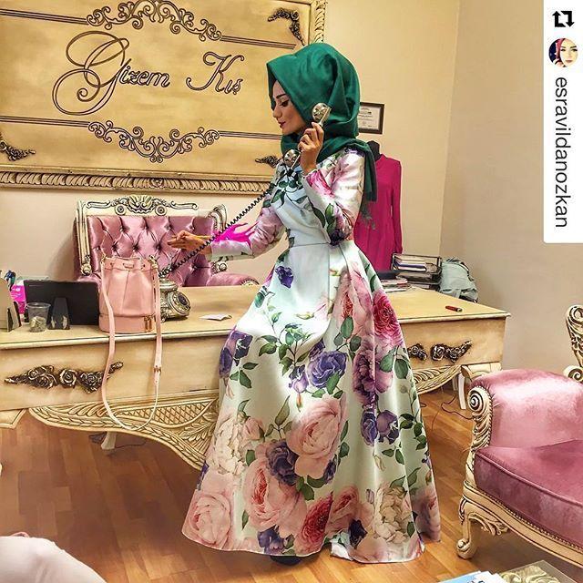 Esra bizi ziyarete gelmiş İzmir'e, sonra da Gizem'imimin elbisesini giymiş. Elbise güzel, çekilen güzel, ortam güzel, arkadaşlar güzel, bende dayanamayıp yayınlamak istedim ☺️ Bu güzel elbiseye @gizem.kis dan ulaşabilirsiniz ☺️ #hayatgüzel