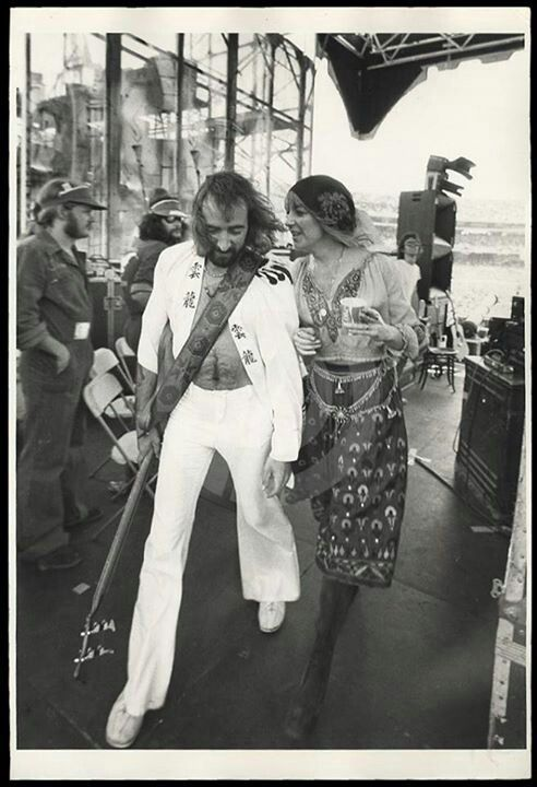 RARE!!!....In my 30 plus years of loving Fleetwood Mac I have never seen a backstage photo of Chistine McVie and her then husband John McVie....I love it!!!!.....b♡