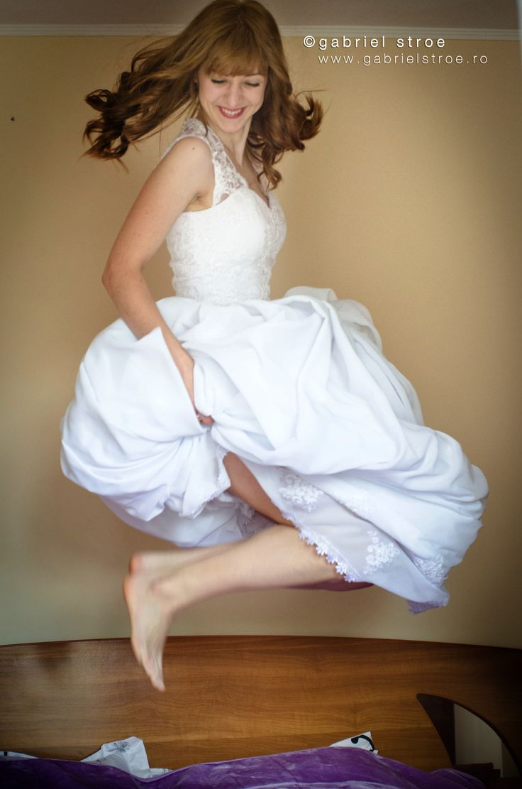 Totul incepe cu un zambet ;) Portret de mireasa de la http://gabrielstroe.ro/  #wedding, #portrait, #Bride