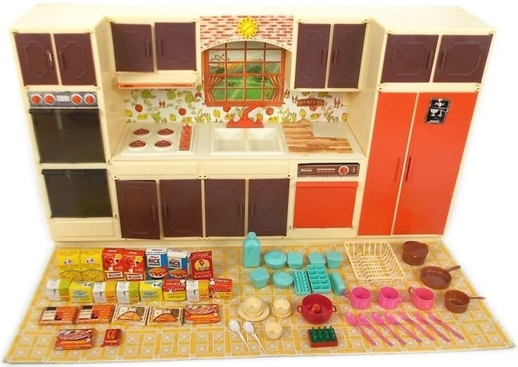 Sunny Suzy Doll-Size Kitchen by Wolverine, 1970's