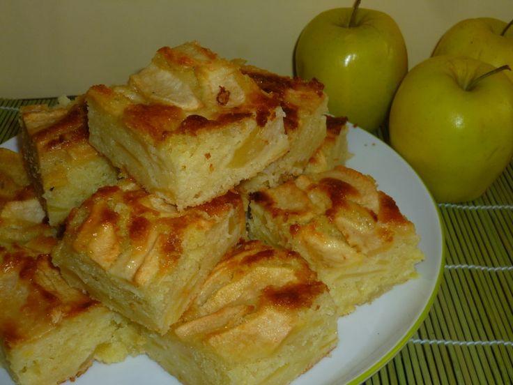 i quadrotti alle mele e yogurt, è una deliziosa torta di mele leggera e gustosa, preparata con tante buonissime mele ed yogurt magro