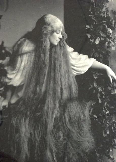 Davis & Eickmeyer : Mary Garden as Mélisande in Debussy's Pelléas et Mélisande 1908