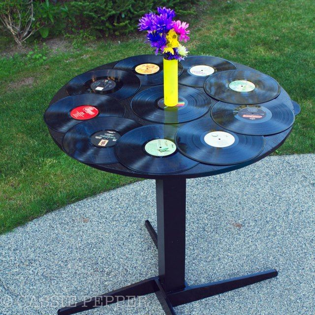 Vinyl record table at a 80 39 s retro party records for Vinyl record decoration ideas
