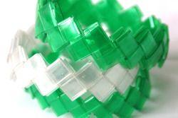 Pulseras trenzadas con botellas pet