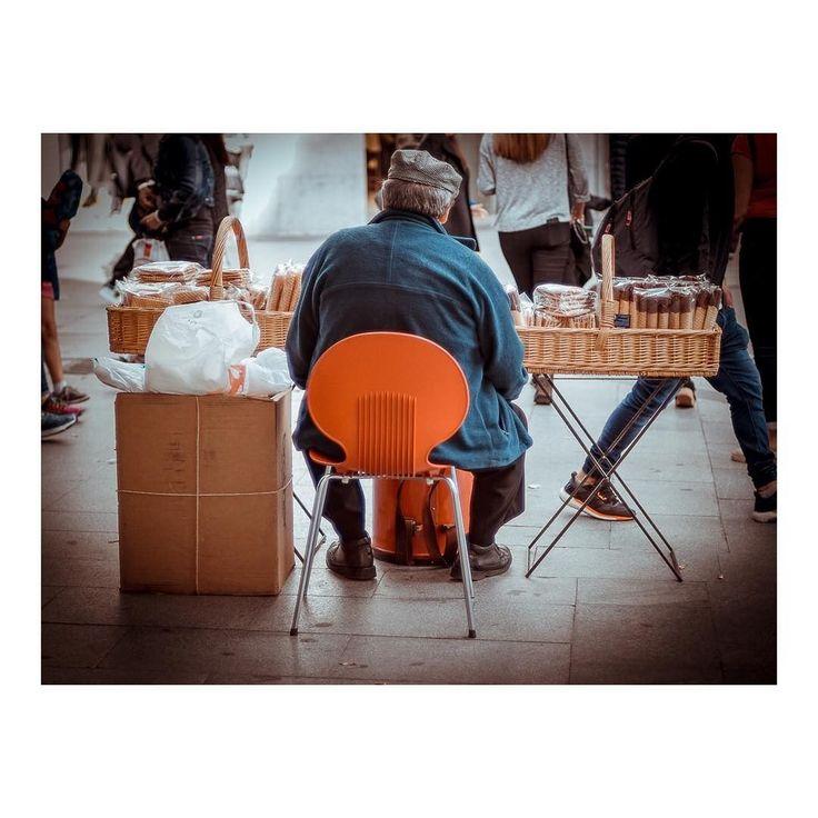 El barquillero _ The wafer maker      #barquillero #barquillo #wafer #wafermaker #streetphoto #people #streetart #citylife #composition #streetlife #streetphotographer #madridmemola #madrid #igersmadrid #spain #españa #ig_madrid #themadridbible #loves_madrid #madridmola #instamadrid #realpeople #daylife #Adultpeople #streetphotography #street #wafersticks Imarchi photography  See it in Instagram http://ift.tt/2yskmvQ imarchi imarchi.com Madrid Spain España photography photographer fotografo…