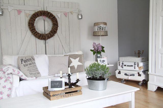 """Villa ✪ Vanilla Se me ocurre utilizar la """"Puerta Organizativa"""" como respaldo de cama! hacerla con machimbre y decorarla con una lampara y otros objetos, letras, cuadritos, lucecitas,  etc."""