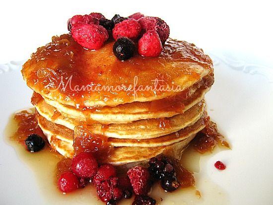 Colazione principesca per tutti, anche per chi è a dieta, con questi pancake integrali senza grassi aggiunti! Parola di Mani amore e fantasia :)