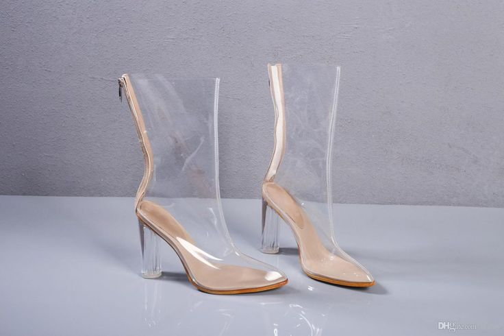 Modacılar Sindirella'nın camdan ayakkabılarından esinlenmiş ve çok daha kullanışlısını tasarlamış. 👠