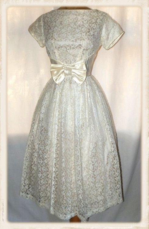 Gorgeous Vintage Late 1950s Mad Men Era Chantilly Lace & Satin Wedding Dress