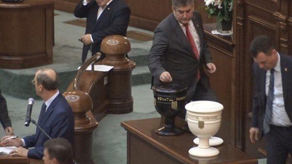 Proteste în Bucureşti şi Cluj după votul senatorilor în cazul Oprea