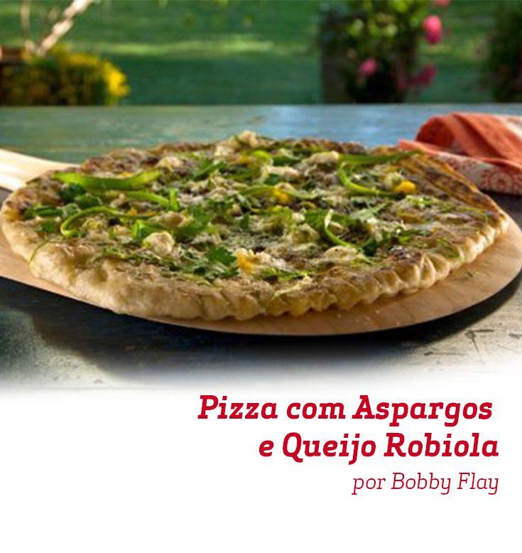 Esta Pizza de Aspargos e Queijo Robiola agrada os mais diferentes paladares. Que tal fazer aí na sua casa para um jantar super especial?