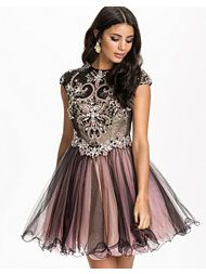 http://nelly.com/se/kl%C3%A4der-f%C3%B6r-kvinnor/kl%C3%A4der/festkl%C3%A4nningar/forever-unique-778/precious-dress-770394-54/