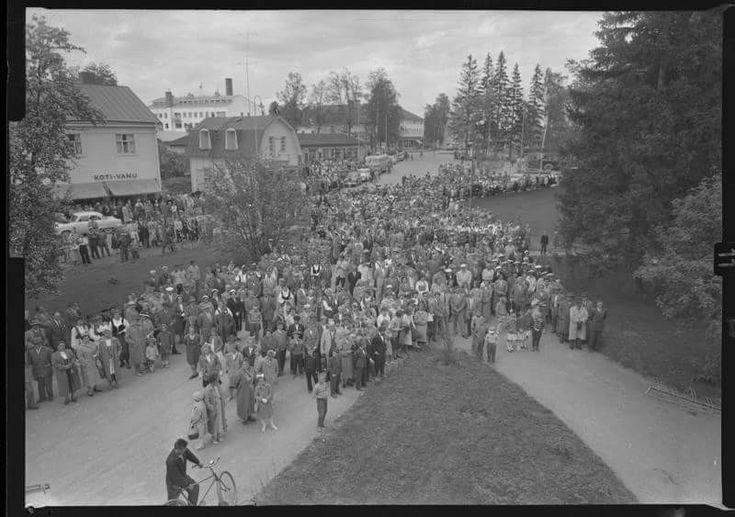 Työväen laulu- ja soittojuhlat 1958 Valtionhotellilta keskustaan päin