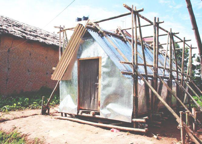 Nepal Survivors build a temporary home.