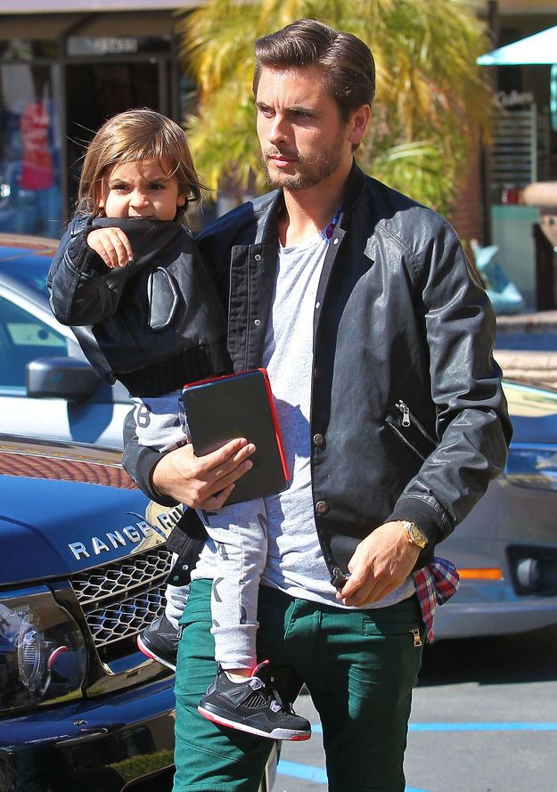 Holy Cow, Scott Disick looks soo much better with a beard. It's startling.