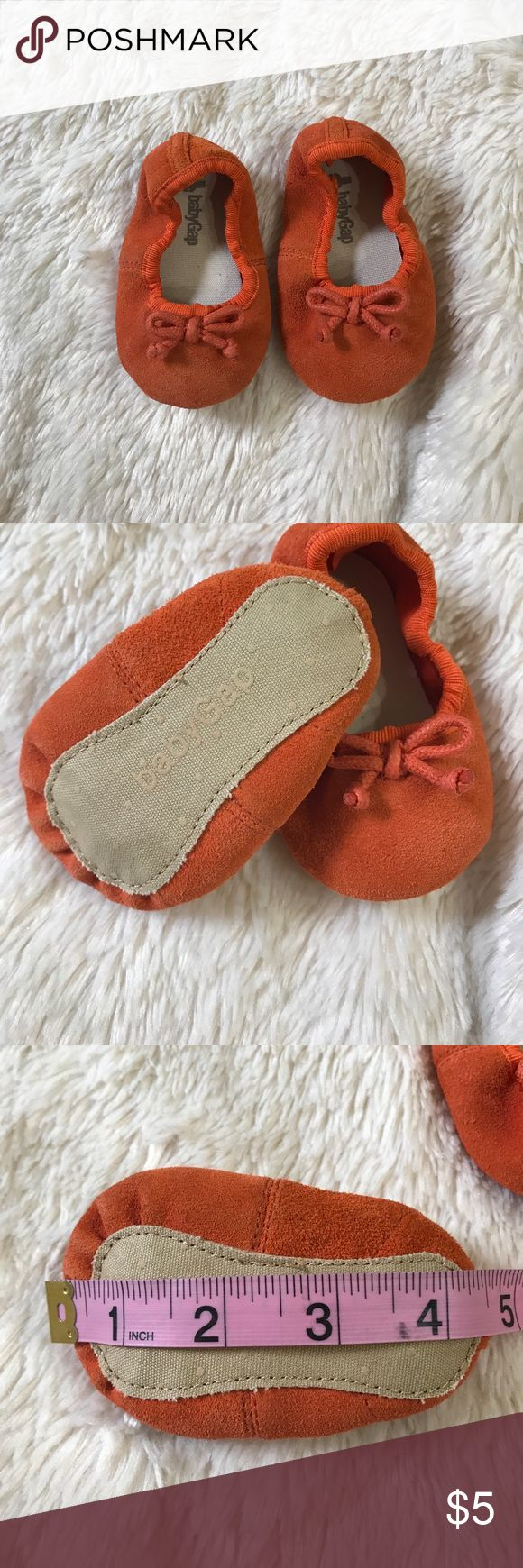 Orange slipper baby shoes Orange suede with bow detail size 6-12 months. baby gap Shoes Baby & Walker