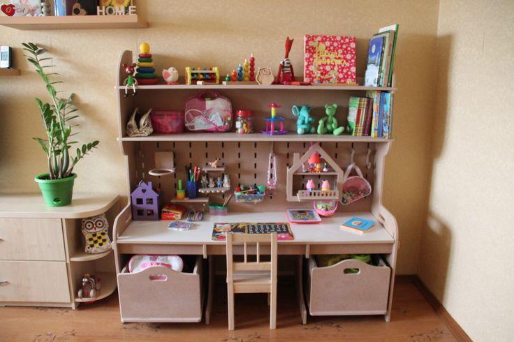 Уголок для детского творчества и игрушек от 3D Столярка г.Орел (В комплекте три ящика на колесиках, набор навесного оборудования для задней игровой панели)