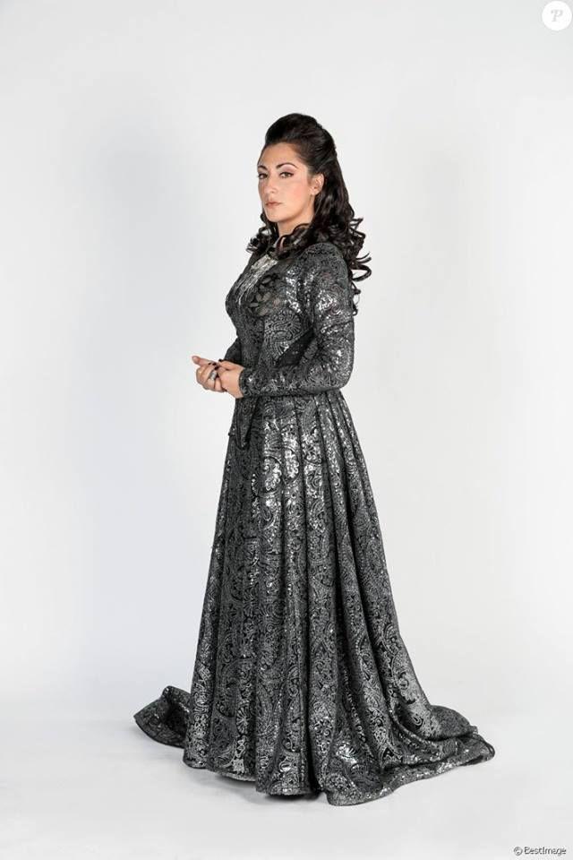 Victoria Petrosillo alias la reine Anne d'Autriche ds la comédie musicale les 3 mousquetaires