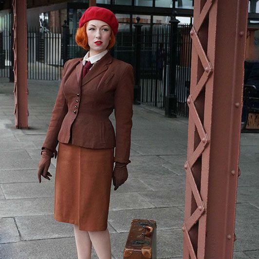 1940s Style - Dressing In Vintage for Winter - The 1940s style is one of the most flattering winter looks, Here are a few of my recommendations for wearing practical vintage over the winter months.