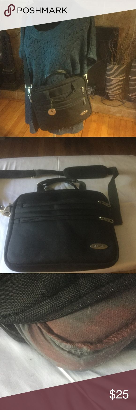 Samsonite laptop/IPad bag Samsonite laptop/iPad bag in enough for iPad or small laptop with multiple pockets and removable shoulder strap. There is a stain on the inside Samsonite Bags Laptop Bags