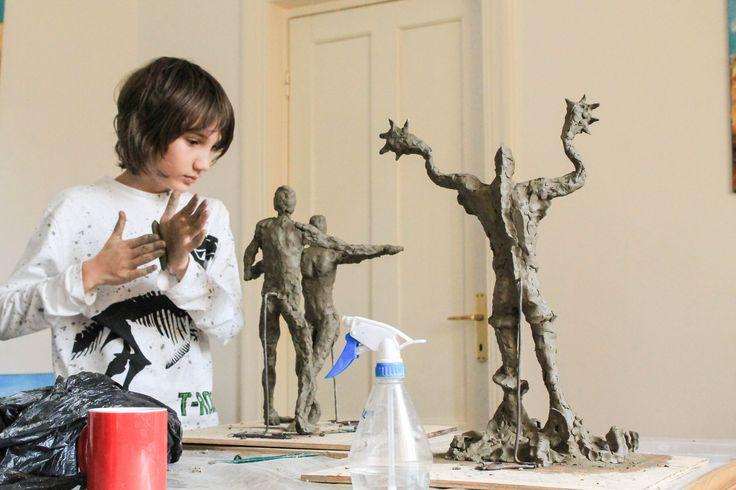 Atelierului de modelaj in lut din noiembrie si operele de Arta ale lui Albert sub coordonarea sculptoritei Bianca Mann! Pentru detalii: 0736 913 866 office@mara-study.ro www.mara-study.ro