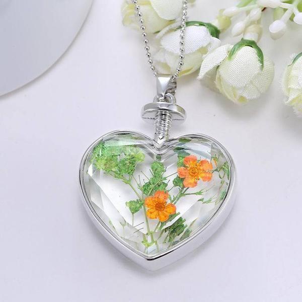 CL DRIED FLOWER  charm heart pendant
